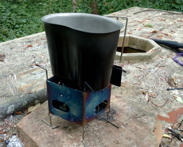 U.S. Canteen Cup fits perfectly between intended stand making for superior windscreen.